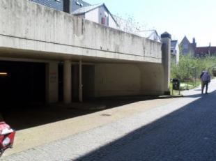 Gesloten box gelegen in een afgesloten complex in centrum Brugge.