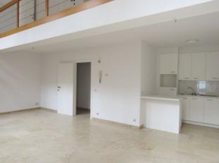Welkom in dit twee-slaapkamer appartement in een rustieke residentie in hartje Brugge op 3 minuten wandelen van de markt. Het appartement heeft mooie