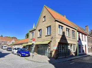 Deze handelswoning heeft een uiterst commercile ligging nabij de Ezelstraat en de grote markt van Brugge. Er is een handelsgelijkvloers met een groott