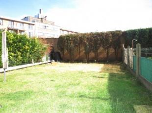 Gezellig appartement te Sint-Andries met zonnige tuin gelegen in een rustige buurt. Indeling: inkom, living, ingerichte keuken, 2 slaapkamers, badkame