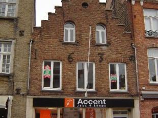 Gezellig duplex-appartement in een charmante winkelstraat in hartje Brugge, in de onmiddellijke omgeving van een supermarkt, slager, artisanale bakker