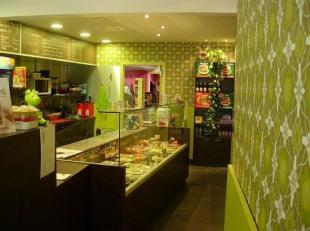 Eigentijdse, trendy, vintage, kwalitatieve frituur, gespecialiseerd in Vegetarische snacks & Biologische burgers, in de Brugse binnenstad nabij de