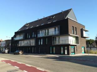 Deze afgesloten garagebox bevindt zich in een zijstraat van de Astridlaan, nl. Raboudenburgstraat 1-3 en is dus centraal gelegen nabij het centrum van