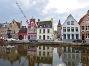 Deze prachtige verzorgde herenwoning is gelegen op n van de mooiste locaties van Brugge met een adembenemend zicht op de Langerei en het groot seminar