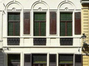 Goed gelegen appartement vlak bij de Markt van Brugge met living, ingerichte keuken met toestellen, slaapkamer, badkamer met ligbad/douche, plaats voo
