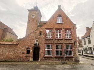 Deze woning is gelegen net om de hoek bij t Zand en heeft een bureau, ruime living, ing. keuken, nieuwe badkamer, 3 ruime slaapkamers, kelder en een t