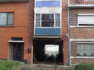 Ruime box nr. 16 gelegen te Sint-Andries in de onmiddelijke omgeving van de Smedenpoort op een gemakkelijk in en uitrijdbaar complex.