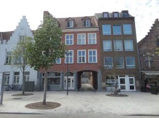 Aan t nieuwe Zand, vindt u deze uiterst centraal gelegen en afgesloten garagexcomplex. Deze is tevens voorzien van nachtverlichting.