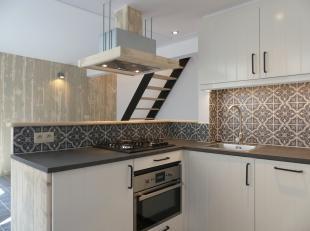 Een kwalitatieve duplex studio met 1 slaapkamer te huur in het centrum van Brugge. In deze studio is er geen mogelijkheid om een domicilie te plaatsen