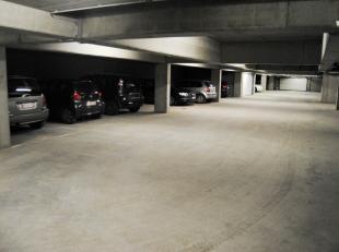 Ondergrondse parkeerplaats in de omgeving van het station en openbaar vervoer. Maakt deel uit van nieuwbouwresidentie Cobourg in de Rodestraat. Keuze