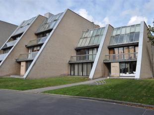Ruime penthouse (160m²) met 3 slaapkamers en terras nabij Brugge.<br /> <br /> Indeling: <br /> 3°V.: Inkomhal met toilet en vestiaire - leef