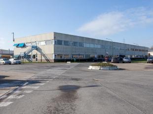 Centraal gelegen bedrijfssite langs de Pathoekeweg op IZ 'Herdersbrug'.<br /> <br /> INDELING:<br /> Kantoorgebouw: ca. 4.500m²<br /> Bedrijfshal