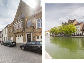 Dit karaktervol uiterst ruim huis (438 m² bewoonbaar) is gelegen binnen het 'ei' van Brugge, nabij de Langerei en heeft een grondoppervlakte van