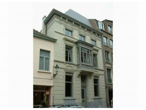 """Appartement """"Le Comte""""<br /> <br /> INDELING:<br /> 1°V: Living in massief parket met zithoek en bureautafel, TV, DVD-speler, stereoketen, voorzie"""