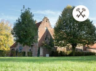 Historische hoeve 'KASTEELHOF' op 8.081m², gelegen in de dorpskern van Rekkem en ten oosten van de kerk. <br /> <br /> Multifunctioneel, authenti