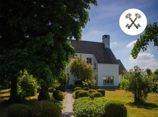 Prachtige, landelijke villa omringd door groen te Beernem (Sint-Joris). Dit huis te koop is gelegen op een perceel van 15.240m² met een adembenem