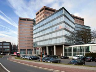 Moderne, hedendaagse kantoren in het kantorencomplex Zuiderpoort Office Park. Het complex bestaat uit drie verschillende gebouwen die onderling met el
