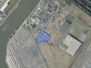 Oppervlakte: 20.000m²<br /> <br /> Het terrein is bijna volledig verhard en voorzien van een omheining en toegangscontrole.