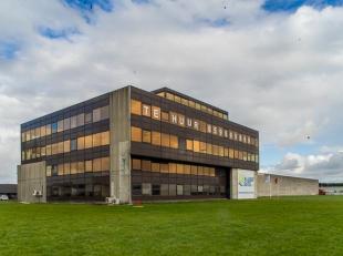 Kantooroppervlakte (945m²) op derde verdieping van de Sunair Building te Oostende. Opsplitsing mogelijk.<br /> <br /> Perfecte visibiliteit langs