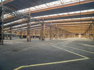 Verschillende units in bedrijfsgebouw (ca. 13.000 m² bebouwde opp.) bestaande uit magazijn en burelen, op terrein van 47.022 m².<br /> <br /