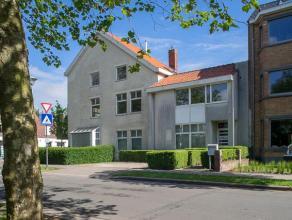 Ruime woning met 5 slaapkamers te Brugge in het residentieel gedeelte Kristus-Koning. Dit huis biedt zowel mogelijkheden voor gezinnen als voor de uit