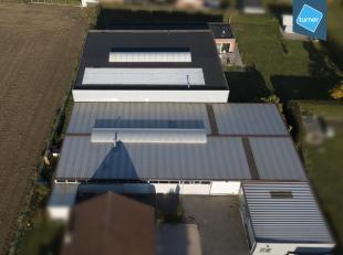 Bedrijfsgebouw met recente woning te koop in Bavikhove op totale grondoppervlakte van 2.535m². <br /> <br /> Bedrijfsgebouw ( +/- 1.030m²)<b