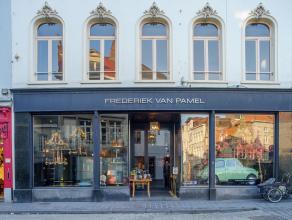 Handelsgelijkvloers op zeer commerciële ligging nabij de Markt van Brugge.<br /> <br /> Indeling:<br /> > Volwaardige kelder (ca. 120m²)<