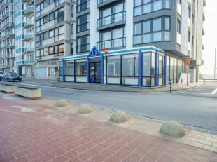 Brasserie/restaurant op het einde van de Zeedijk te Heist (richting Zeebrugge).<br /> <br /> Indeling:<br /> Onroerend goed bestaande uit:<br /> >