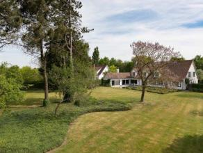 Deze villa gebouwd in 1968 staat op 2020m². Deze goed onderhouden villa te koop te Aalter ter hoogte van de Sint-Godelievestraat heeft een vlotte