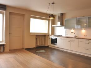 Instapklaar gelijkvloersappartement met één slaapkamer en autostaanplaats in het hartje van Brugge. <br /> <br /> INDELING:<br /> gelijk