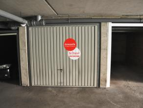 Garagebox (nr. 6) met plaats voor 1 wagen in de Hoedenmakersstraat<br /> <br /> Afmetingen:<br /> - Lengte: 5,00m<br /> - Breedte: 2,50m<br /> - Hoogt