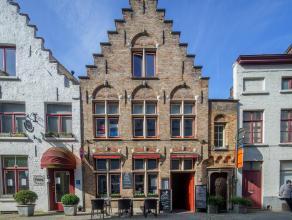 Volledig geïnstalleerde en instapklare bistro op een commerciële ligging in het centrum van Brugge.<br /> <br /> Indeling:<br /> Handelsgeli