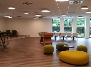 """Nieuwbouw kantoor (268m²) in het Business Center Flexbox van het kantorenproject """"Katelijnepoort"""". <br /> <br /> AFWERKING:<br /> Extra-isolerend"""