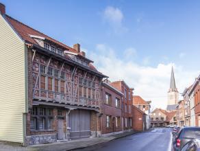 Dit prachtig huis is gelegen in de Kortrijksestraat, op wandelafstand van het centrum en de Sint-Tillo kerk. <br /> Het geniet van een vlotte verbindi