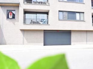 Dit appartement bevind zich in een klein en gezellige residentie. Het appartement bestaat uit een ruime living met open keuken. Verder zijn er 2 ruime