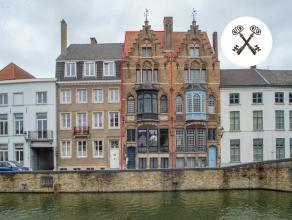 Herenhuis opgesteld volgens spiegelend schema. <br /> Naar ontwerp van de Brugse architect L. Delacenserie. <br /> Woning in eclectische stijl, kenmer