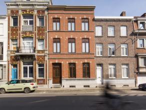 Zeer royaal familieherenhuis gelegen in het centrum van Kortrijk met 4 slaapkamers (mogelijkheid tot 6), aparte bureelruimte en diepe achtertuin. <br