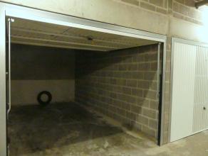 Goed gelegen garagebox (nr. 52) in het Theresianenhof (Ezelstraat) te Brugge.<br /> <br /> - Huurprijs: €110,00<br /> - Onmiddellijk beschikbaar <br /