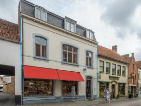 Verhuurd handelsgelijkvloers met volledig gerenoveerd privé-appartement op top toeristische ligging nabij het Minnewater en Begijnhof in het ce