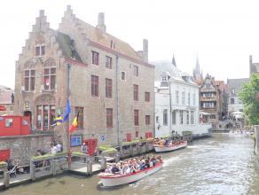 Prachtig appartement met idyllisch uitzicht op de Brugse reien met 2 slaapkamers in de historische binnenstad. <br /> <br /> Indeling:<br /> 1°V.: