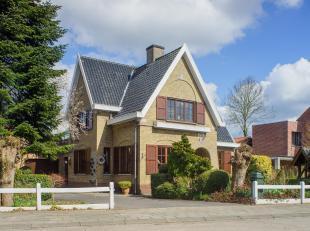 Zonnige woning op een perceel van 2681m² te Assebroek. Dit huis te koop beschikt over 3 slaapkamers, een polyvalente ruimte met aparte toegang, e