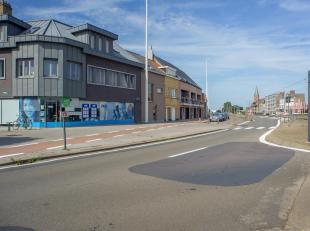 Kantoor te huur op de hoek van de Kustlaan en de Tijdokstraat te Zeebrugge. <br /> <br /> Immense raampartijen: 18m etalage die zorgen voor veel licht