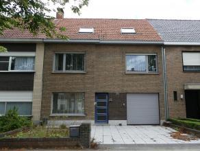 Dit huis biedt veel mogelijkheden om het op een buitengewone wijze verder op te knappen. Het huis is gelegen in het Tempelhof te Sint-Pieters vlakbij