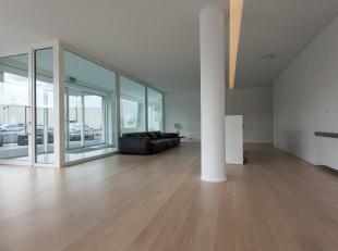Luxueus afgewerkte kantoorruimte met opslagruimte op industriezone Herdersbrug.<br /> <br /> INDELING:<br /> - Kantoor (170m²) bestaande uit kant