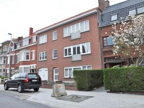 ezellig, goed gelegen appartement in rustige straat. Het appartement werd volledig geschilderd en beschikt over 2 ruime slaapkamers en een garage.<br