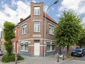 Mooie ruime woning met drie slaapkamers op een rustige locatie op Sint-Pius en nabij het centrum van Kortrijk. Op wandelafstand vindt men een bakker,