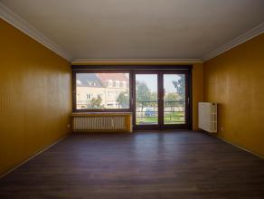 Appartement gelegen dichtbij de oude vismijn in het gezellige centrum van Zeebrugge.  Het appartement is aan een opknapbeurt toe.<br /> <br /> Indelin