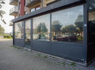 Ruim handelsgelijkvloers op een zeer goede commerciële ligging in het centrum van Zeebrugge nabij de Vismijn en de Jachthaven.<br /> <br /> Indel
