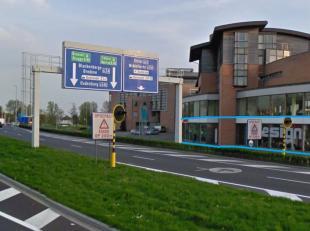Handelsgelijkvloers te huur met benedenverdieping op topligging(zichtlocatie) te Oostende!<br /> <br /> De site bevindt zich op de hoek van de Elisabe