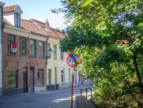 Dit gezellig huis met zicht op de Speelmansrei bevindt zich op een steenworp van het Brugse stadsgebeuren en biedt u onder andere 3 slaapkamers en een